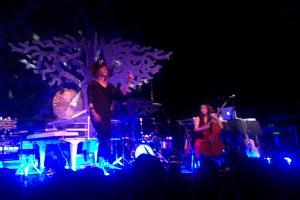 Imogen Heap & Janice Wong (cello)
