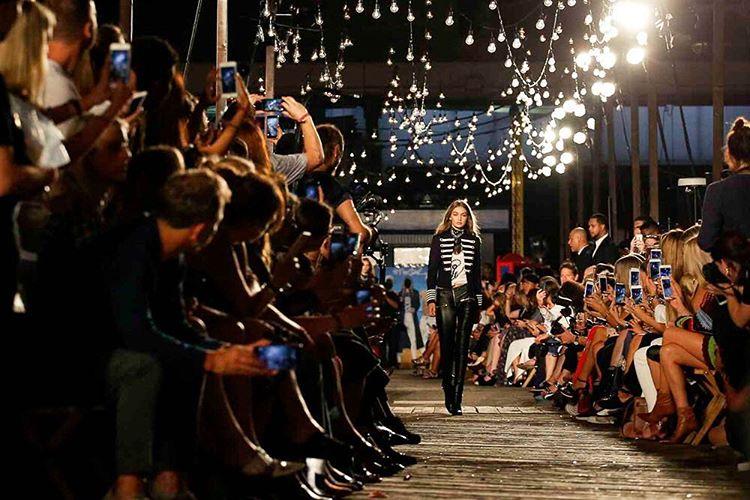 Gigi Hadid during Tommy Hilfiger's runway show in New York Fashion Week / Instagram @VogueMagazine